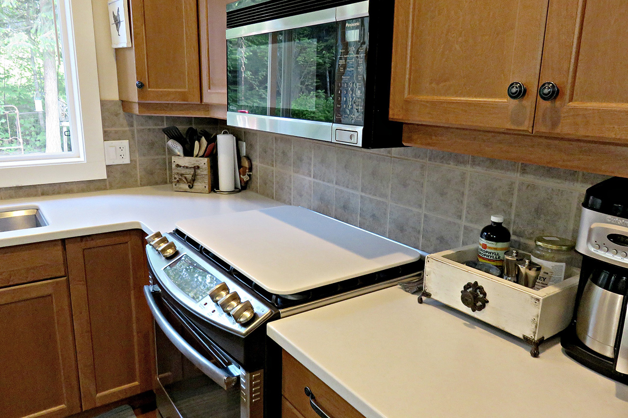 Kelowna_Finishing_Carpentry_Green_Triangle_Contracting_Miscellaneous_Projects_Corian_4